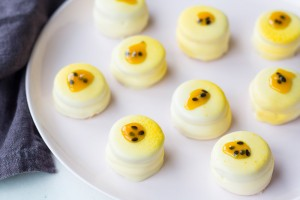 passionfruit & white chocolate wagon wheels